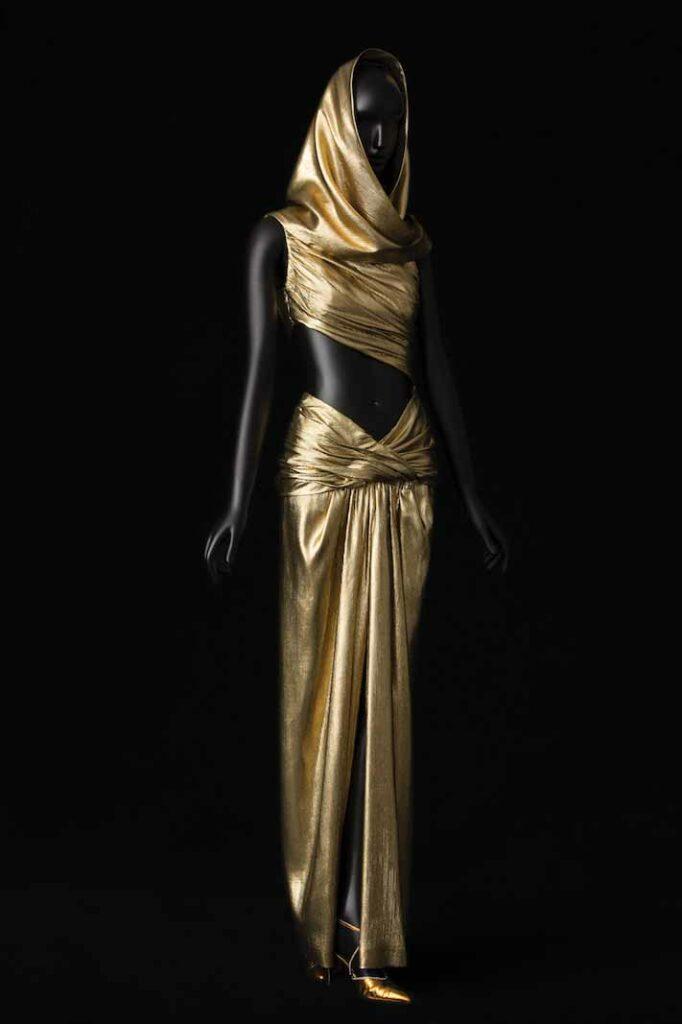שמלת ערב עם כיסוי ראש תואם בעיצוב סן-לורן, 1991