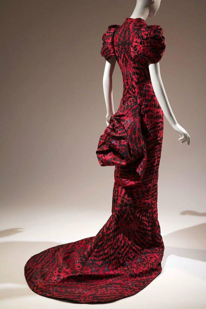 שמלת ערב בעיצוב אלכסנדר מקווין, אנגליה, 2009