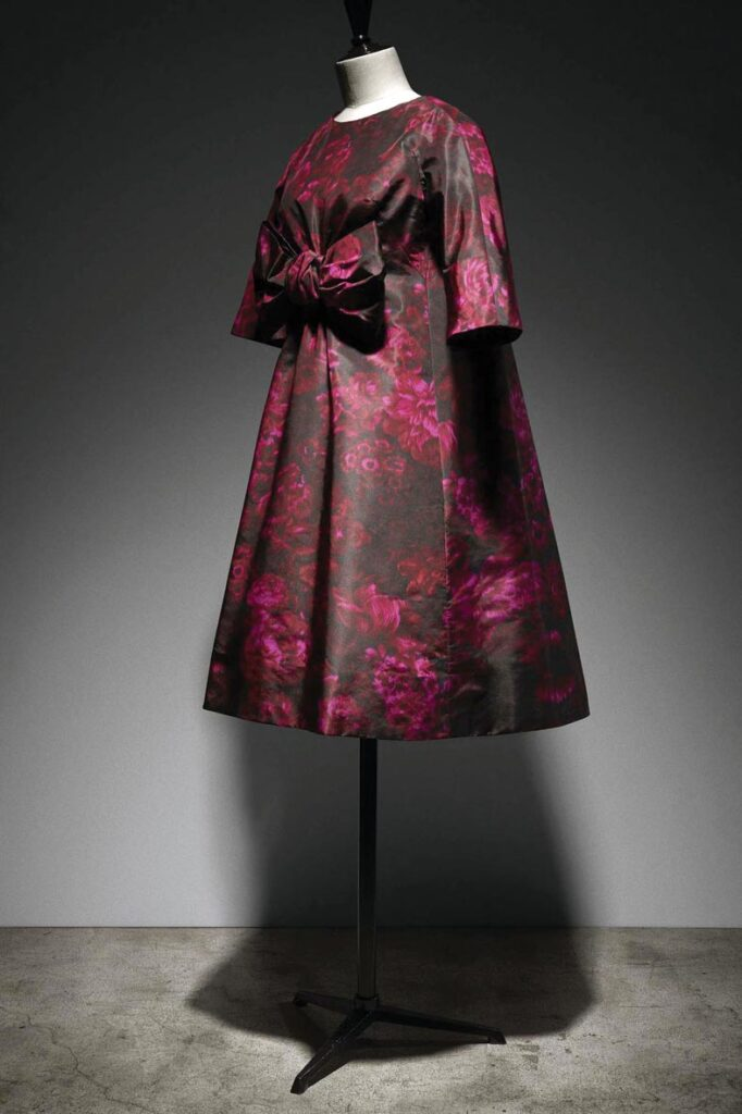 """שמלה בעיצוב איב סן-לורן ל""""דיור"""", 1958"""
