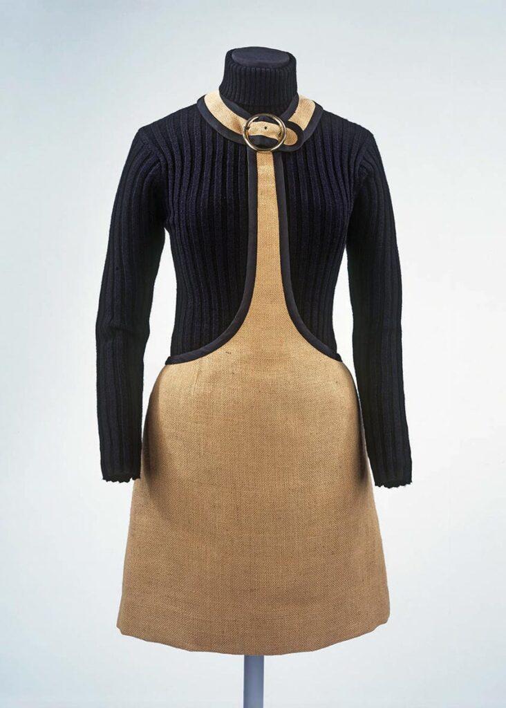 """חצאית מיני עם """"עניבה"""" וסריג בעיצוב קוואנט, 1965"""