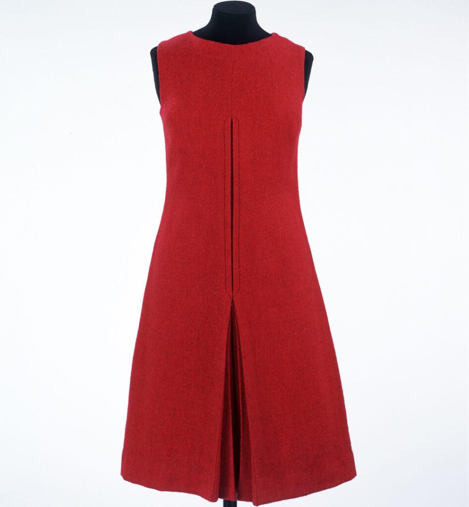 שמלת מיני אדומה קטנה בעיצוב קוואנט, 1968