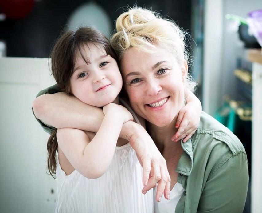 מיה דגן ובתה אמיליה