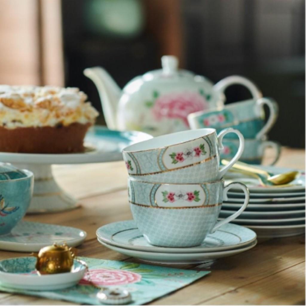 מערכת כלי תה בעיטור פרחים