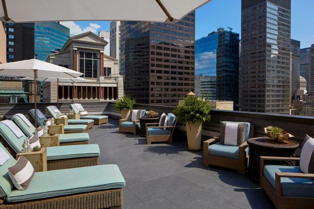 """גג מלון """"פנינסולה"""" בניו-יורק"""