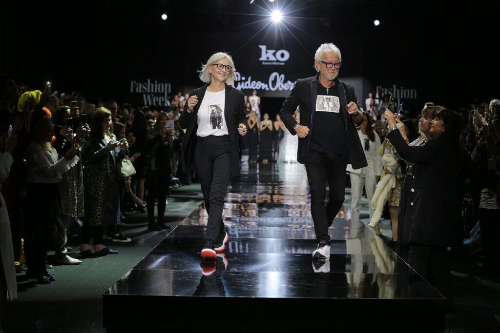 גדעון וקארן אוברזון יוצאים בריקוד בתום התצוגה