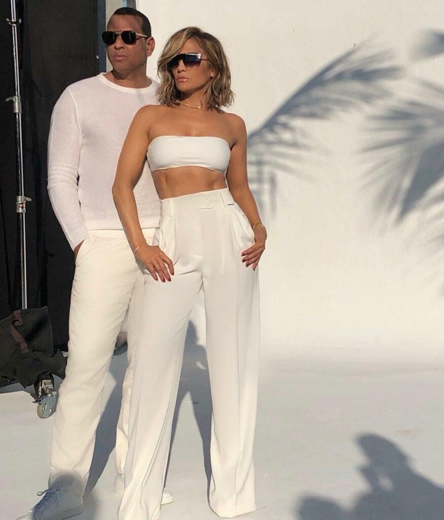 ג'ניפר לופז וארוסה אלכס רודריגז בקמפיין משקפי השמש שלה