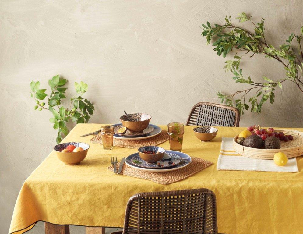 מפת שולחן מפשתן בגוון חרדל עם פלייסמנטים מקש