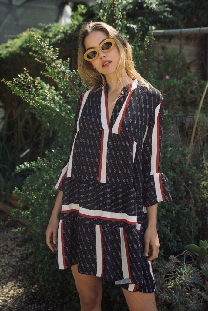 שמלת מיני עם הדפס שרשראות על רקע שחור, 390 שקל, HOUSE OF SHINE