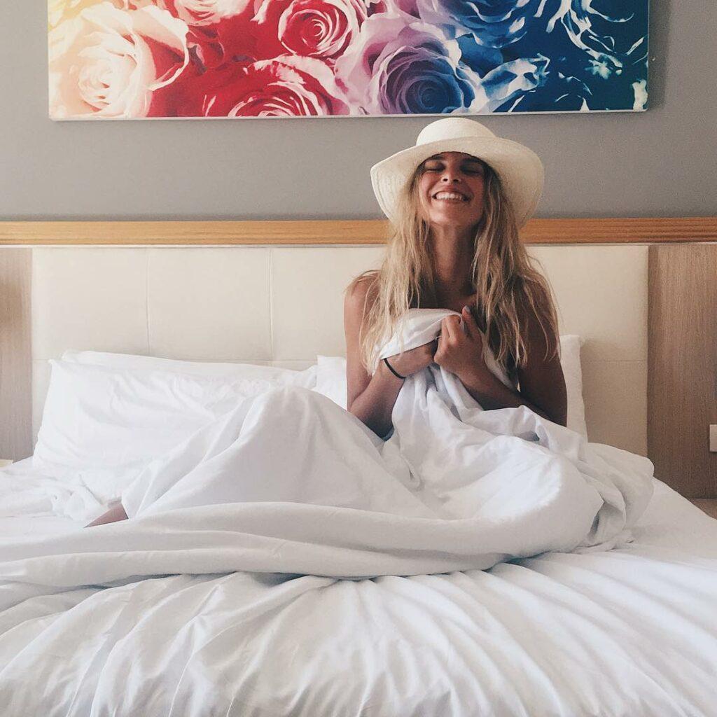 לירן כוהנר לא מוותרת על הכובע במיטה