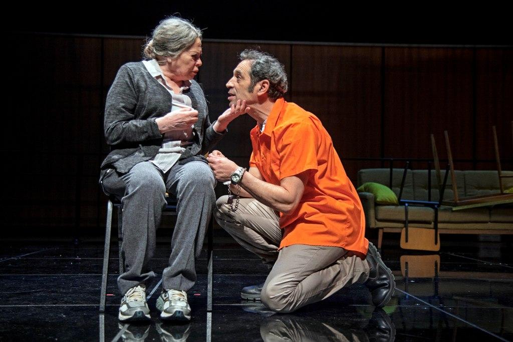 """גילה אלמגור וגיל פרנק בהצגה """"סיבת המוות אינה ידועה"""""""