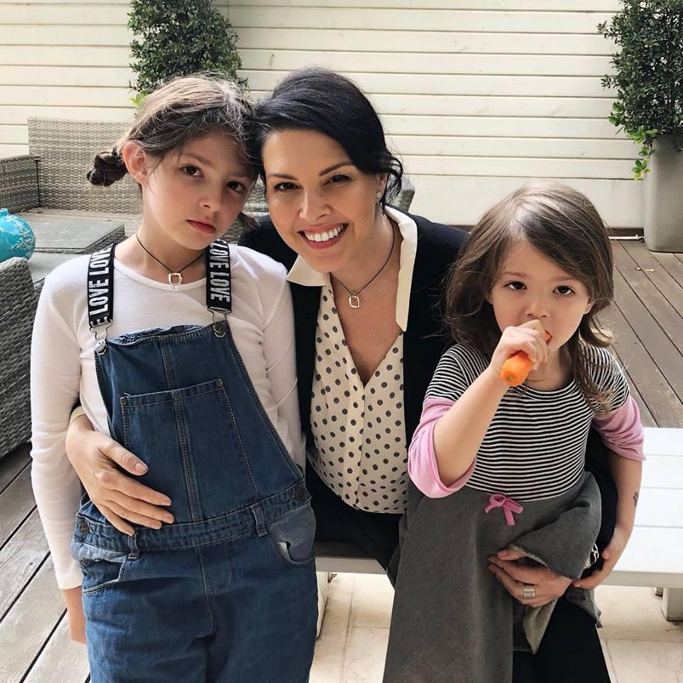 טל מן ושתי בנותיה