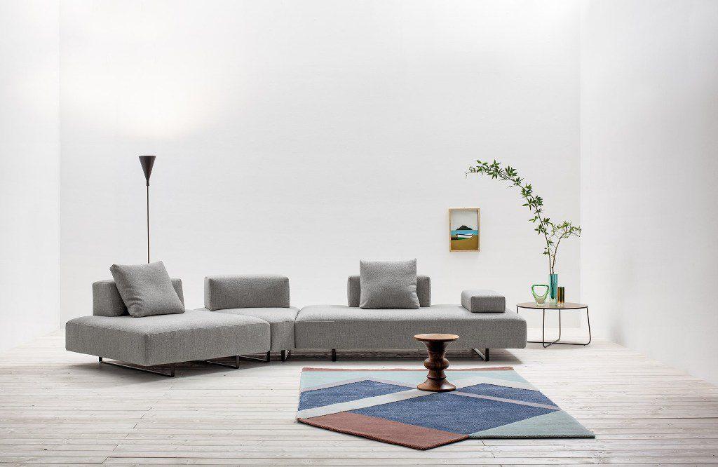 ספה פינתית מודולרית עם משענות מתכווננות וכריות תואמות, בעיצוב Twils Lounge