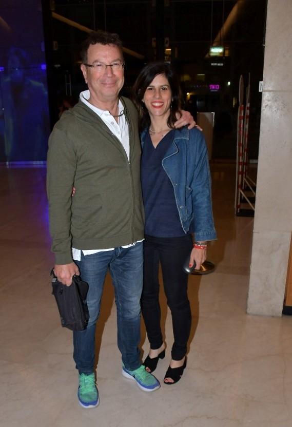 גדי סוקניק והחברה אורית דנקר במראה ג'ינסי