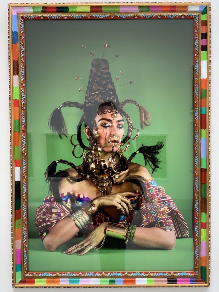 פורטרט עצמי בהשראת התכשיטים ומסורות הלבוש השבטי