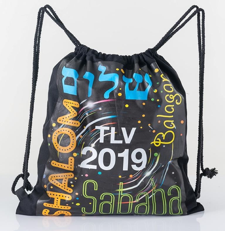 כל מי שקונה ברשת טיב טעם ב-99 שקל, מקבלת תיק מדליק מתנה כמזכרת מאירועי האירוויזיון בתל-אביב