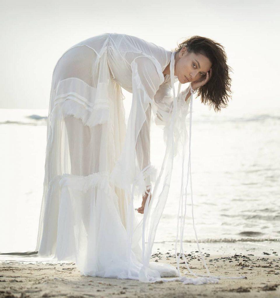 ארונוב בשמלה חוף לבנה במלדיביים