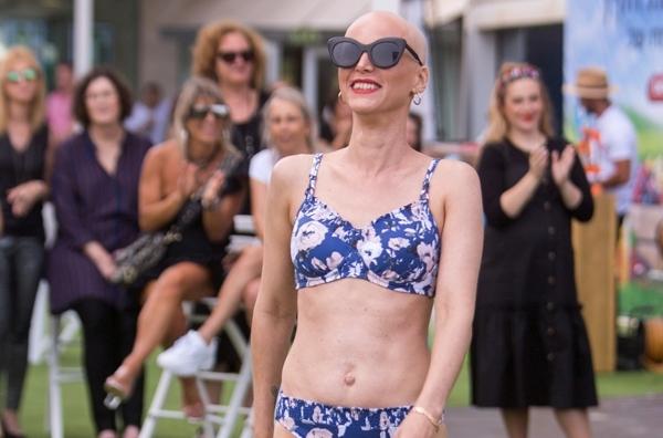 מתוך תצוגת האופנה פינק פארטי להעצמת חולות סרטן השד