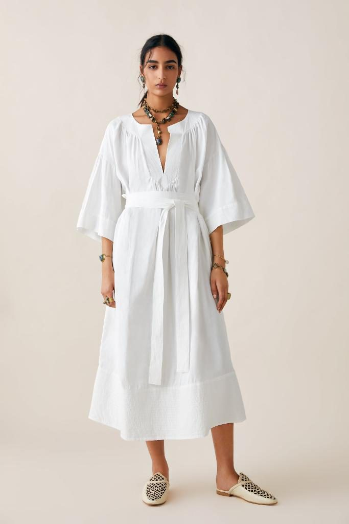 שמלת אוברסייז עם שרוולים מתרחבים, 549 שקל, זארה