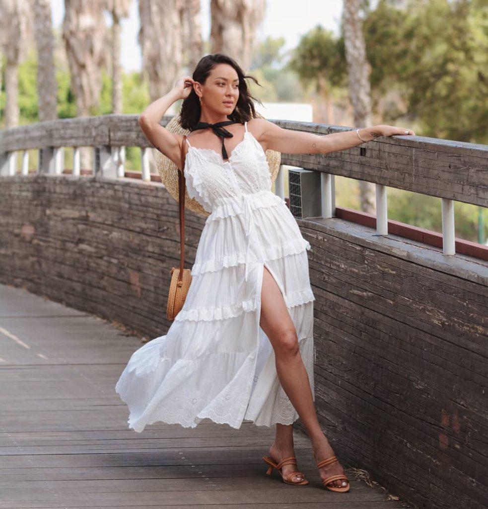 אנה ארונוב בשמלה לבנה