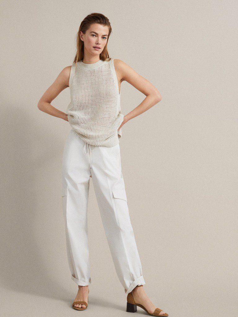 מכנסי קארגו לבנים, 325 שקל, בשילוב גופיית קרושה, מסימו דוטי