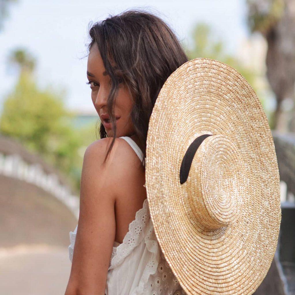 אנה ארונוב לובשת לבן