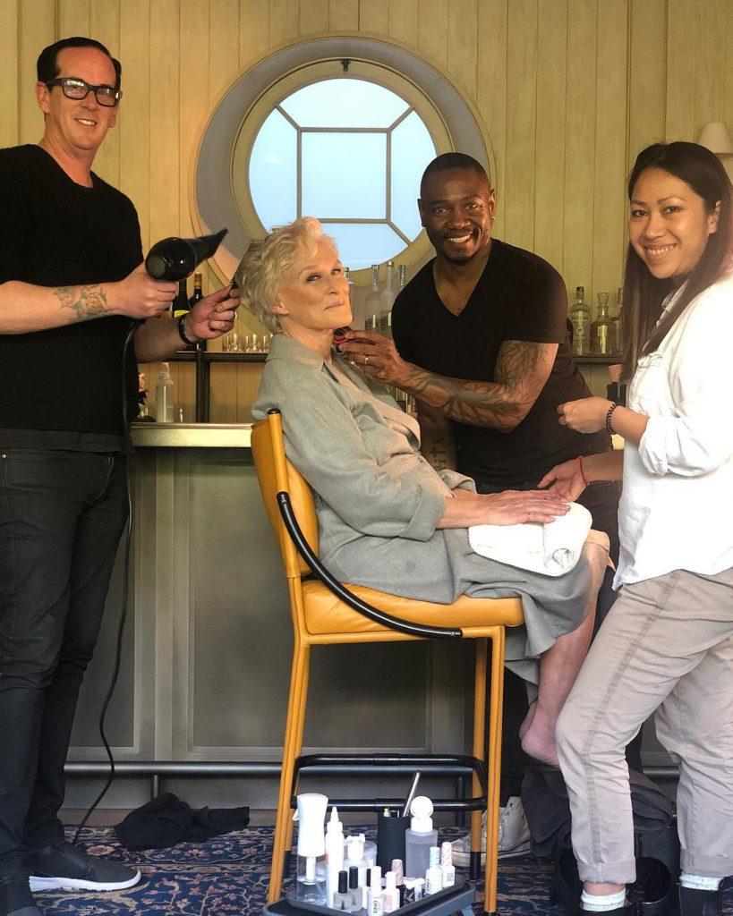 גלן קלוז עם צוות הביוטי שלה מתכוננת למסיבת האפטר סאג 2018