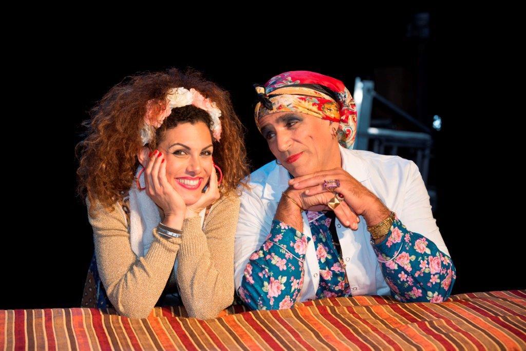 סימו אלימלך ויעל פרימר-סביר בטיפול בצחוק. צילום אייל בריברם