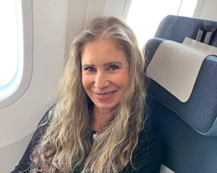 עדה תומר במטוס בדרך ללונדון השבוע. כתבה פוסט מרגש ומעצים