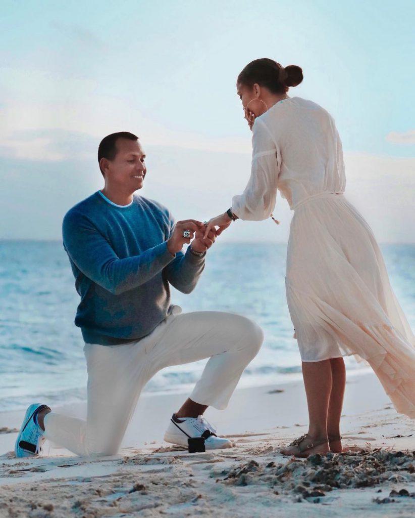הצעת הנישואים של רודריגז ללופז. כרע ברך על שפת הים