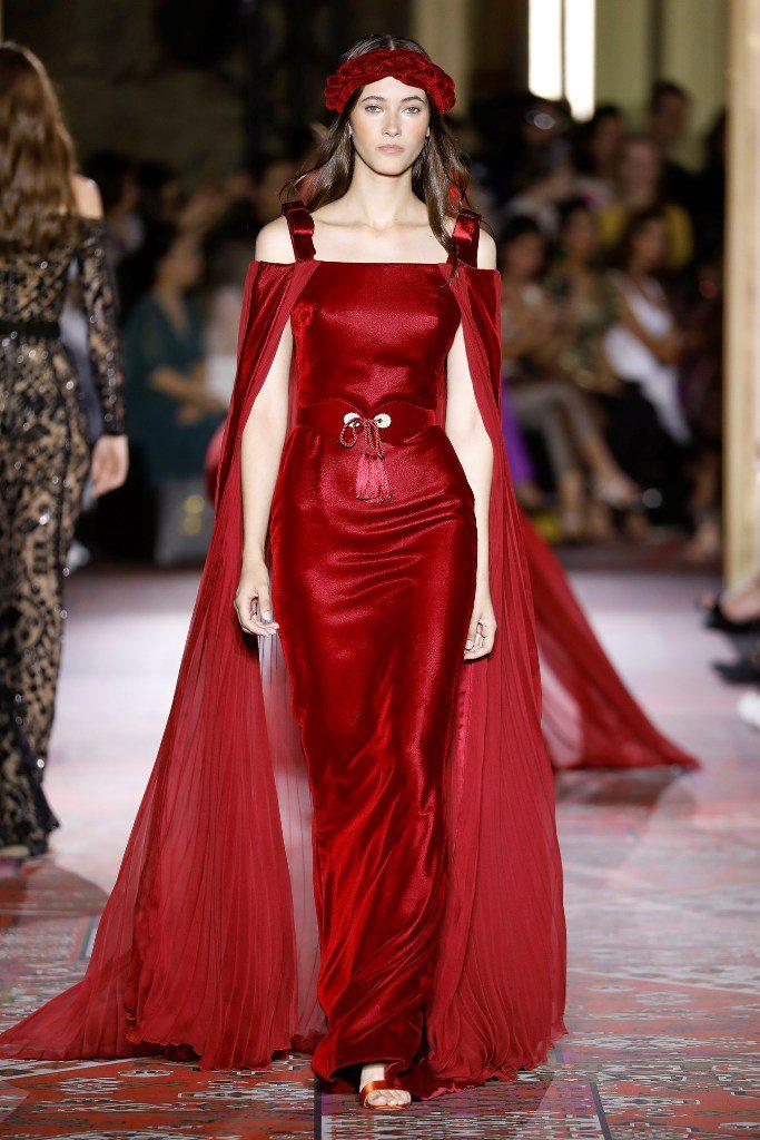 שמלה סקסית באדום אש עם גלימה תואמת, בעיצוב זוהיר מוראד