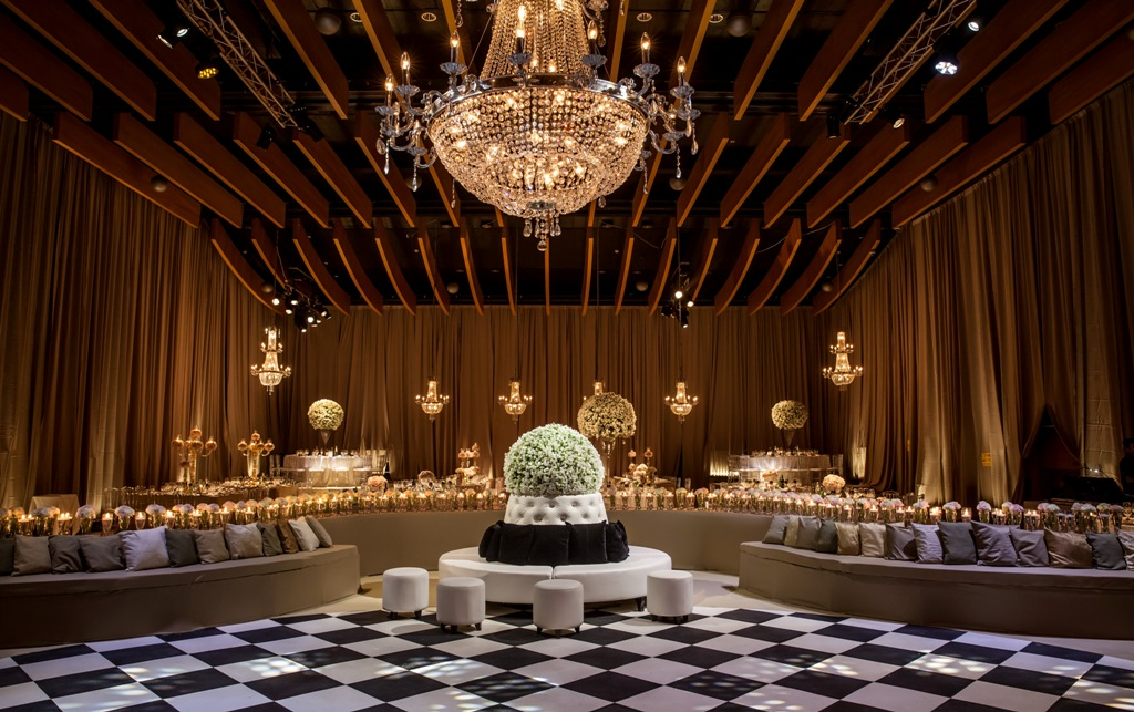 1חתונת משפחת כספי במלון הילטון בתל-אביב בעיצוב קלאסי עם נגיעות של זהב. צילום ערן בארי