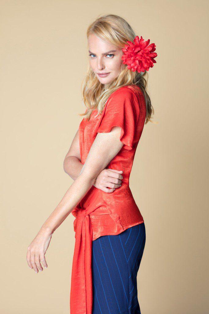 חולצה אדומה עם חגורה, 99.90 שקל, קרייזי ליין