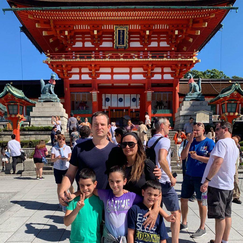 3אופירה אסייג ובני משפחתה בקיוטו יפן לפני הטייפון שהחזיר אותם לסין