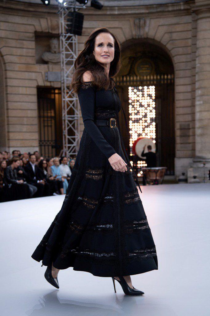 3אנדי מקדואל בשבוע האופנה בתצוגה של לוריאל פריז
