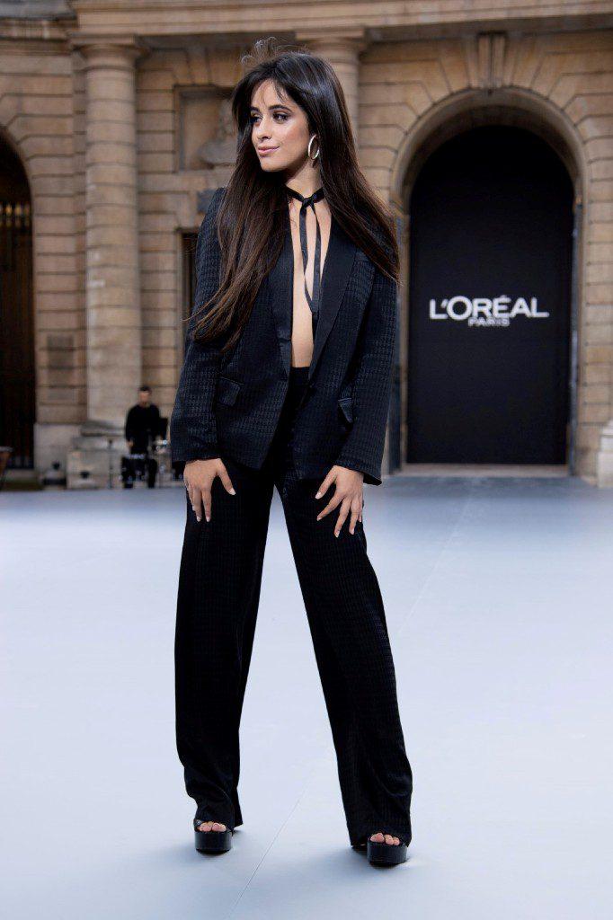 4קמילה קאביו בשבוע האופנה בתצוגה של לוריאל פריז