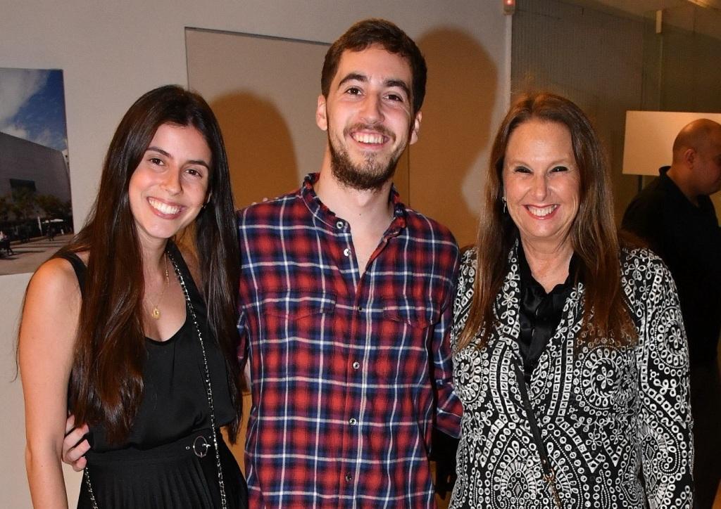 1שרי אריסון עם בנה דניאל דורסמן ואשתו דניאל