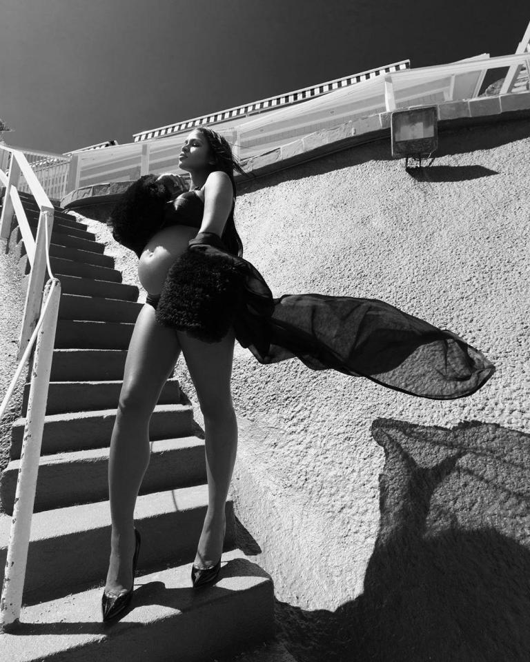 8הזמרת קאסי בשמלת אורגנזה משי של אלון ליבנה ספטמבר 2019 צילום יחצ חול