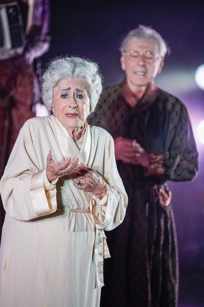 2מרים זוהר ויצחק חזקיה בהצגה הנכד בתיאטרון הקאמרי צילום רדי רובינשטיין
