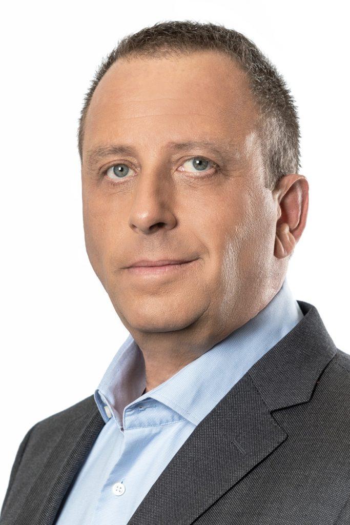 11יניב גרטי מנכל אינטל ישראל תרמו מכונה אוטומטית לבדיקות קורונה