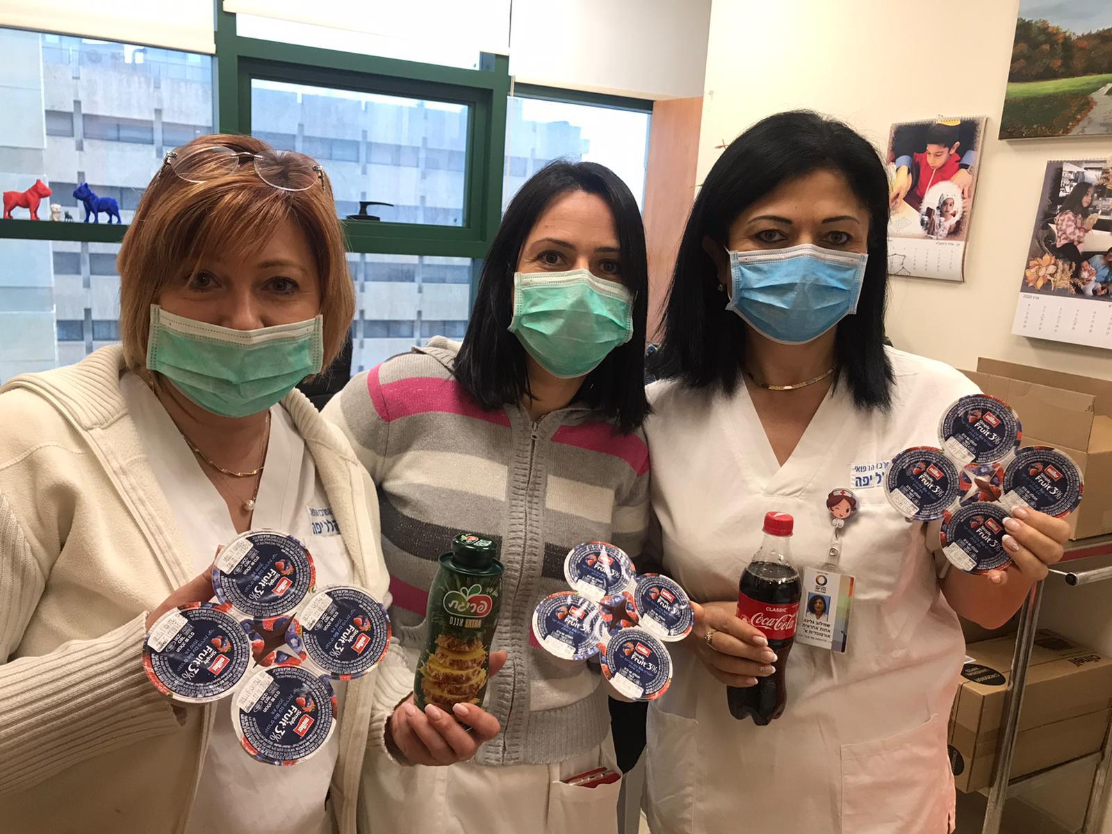 1הצוות הרפואי בהלל יפה נהנים ממשקאות וממעדנים