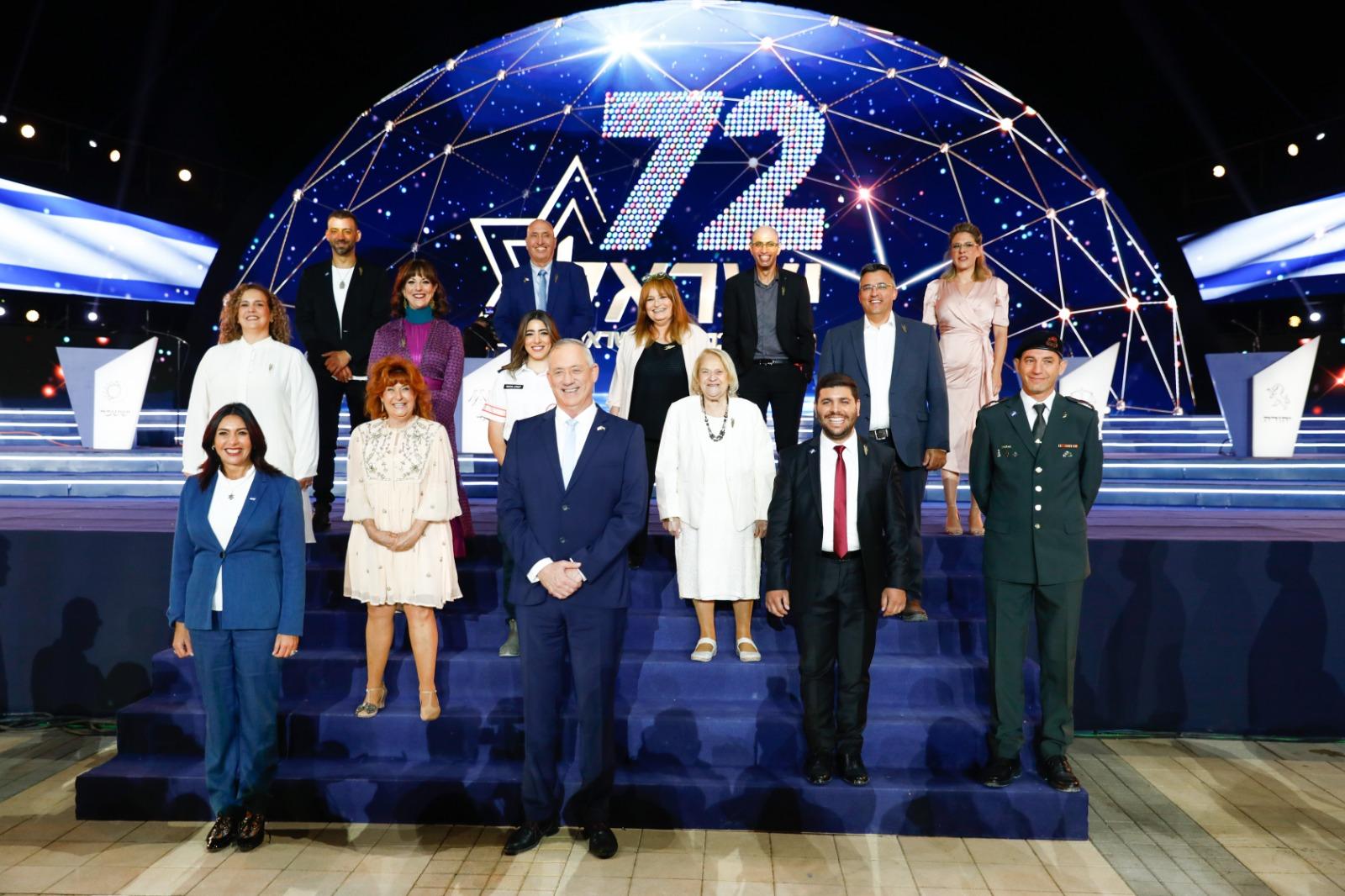 1כל מדליקי המשואות ביום העצמאות 72 עם נשיא המדינה ראובן ריבלין