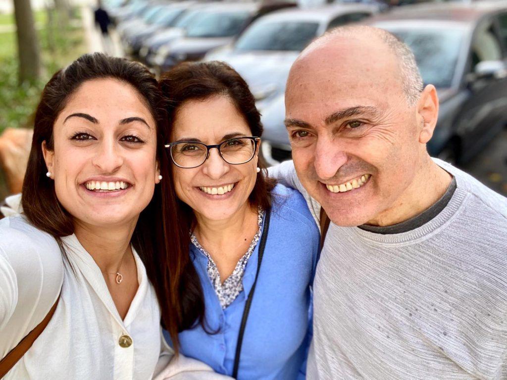 1ירדן ג'רבי עם אמה ואביה