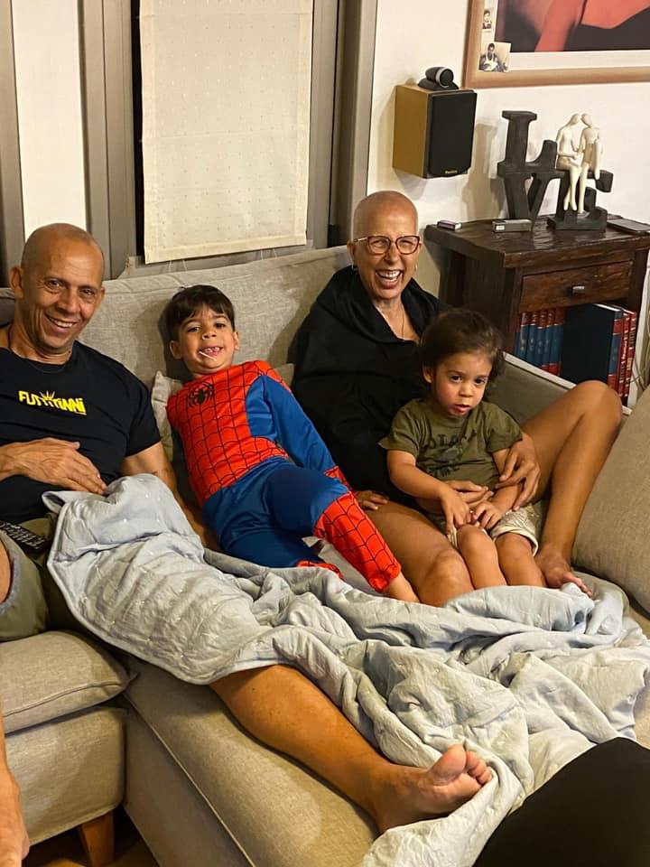 2מירית ודידי הררי עם שני הנכדים