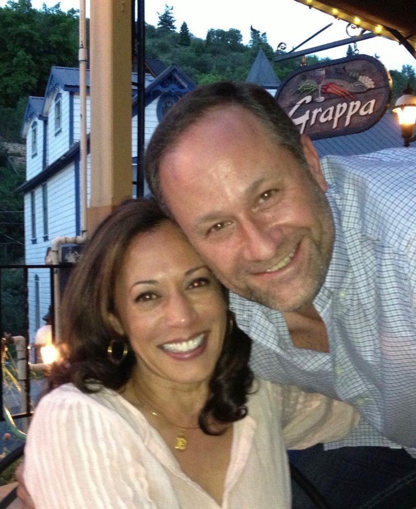 3קמלה האריס עם בעלה