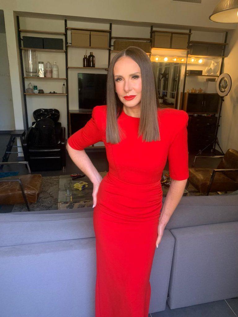 9דרור קונטנטו לאה שנירר שמלת ערב אדומה עם כתפיים מודגשות