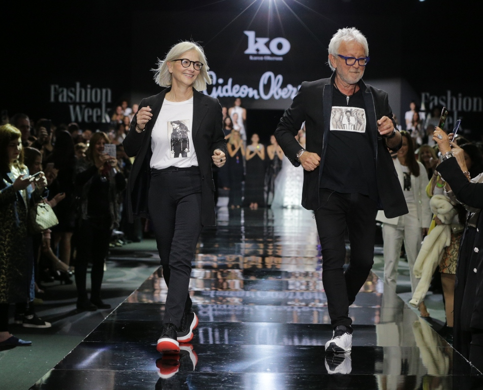2גדעון אוברזון ובתו קארן בתצוגת האופנה האחרונה שהציג בשבוע האופנה תל אביב 2019