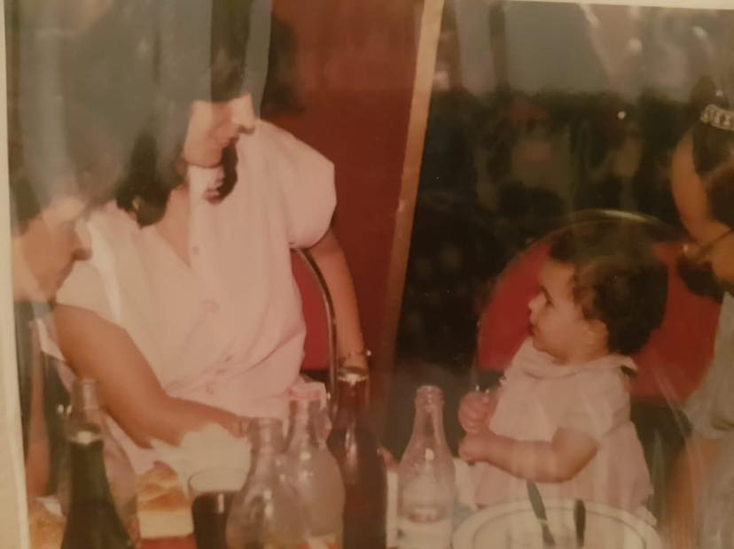 2מיטל אודיז בגיל שנה וחודשיים מדברת עם אמה בשפת הסימנים