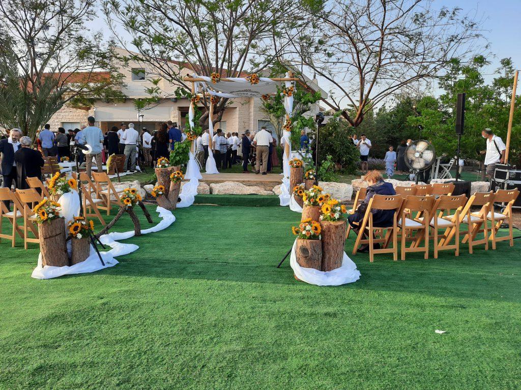 3חצר בית הוריה של עדנה סרוסי בחתונה צילום מרדכי מוטי סנדר